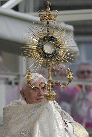 Papież Benedykt XVI z Najświętszym Sakramentem, Częstochowa